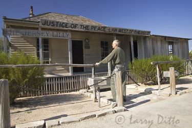judge-roy-bean-court_larry_ditto